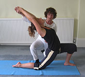 correction in the pose anjaneyasana, the halfmoon